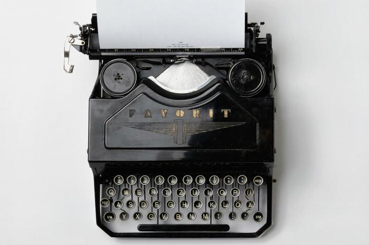 /var/www/vhosts/ludskourecou.sk/httpdocs/W/wp content/uploads/2016/03/ljizlzhgq7wpsh5kvtcb typewriter